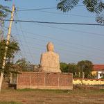 Buddhastatue bei Sonnenuntergang