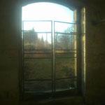 ...schon die nächste Baustelle -> Kelterhaus! Das Gerüst für die massive Tür ist schon fertig....