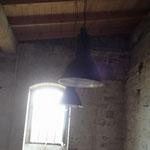 alte Industrielampen werden die Kelterei von innen Erleuchten...