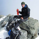 Thirst-Quenching on the summit - boah yeah. Things to bring: acidic orange energy drinks.