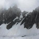 Steep snow up to the Fourche Biwi.