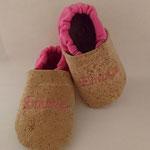 Korkpuschen mit Bio-Baumwollbündchen, bestickt mit Namen