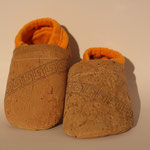 Vegane Puschen mit Bio-Baumwollbündchen und Motiv