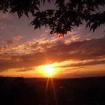 キャンプ場から見る夕日(本当にきれいです)