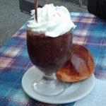 granita al cioccolato con panna e brioche...colazione sicula