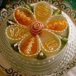 cassata di ricotta decorata con frutta candita