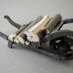 Holzkarren mit Holz für Figurengröße 12 - 14 cm I Preis 8,00 €