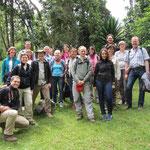 Die Besuchergruppe am Morangu-Tor, dem Beginn einer Kilimandscharo-Besteigung.