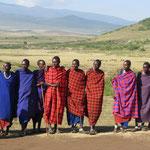 Besuch in einem Massaidorf am Rand des Ngorongoro-Kraters.