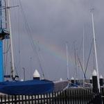 キレイな虹!と喜んだら大間違い。ここでこの虹が出たら突風が吹くそうです。この日も凄かった・・・