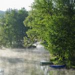 Déversoir sous la brume matinale à DUN.
