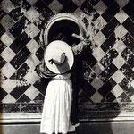 """MANUEL ALVAREZ BRAVO, La hija de los danzantes, plata/gelatina (firma completa), 8x10"""", 1933."""