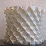 SEIERSEN FROST, Rotonda, papel oriental doblado, 42x46x46cm, 2005.