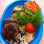 講師手作りの菜食弁当:車麩の磯辺カツ、レンズ豆と蓮根のハンバーグ、無農薬玄米、人参の甘酒粒マスタードサラダ