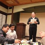 食事の後はビンゴゲームで楽しむ。日本プロテクトの加賀山社長によるルールの説明