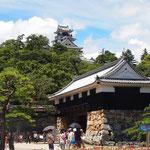 高知城の大手門と天守閣 (2010.8.8撮影)