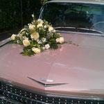1959 CADILLAC mit traumhaftem Blumengesteck.