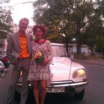 Das strahlende Brautpaar am Südstern.
