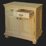 Schränkchen mit zwei Schubladen und zwei Türen. Tanne gebeizt und gewachst. 95 x 50 x 95cm.