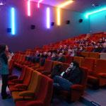Charlotte Béfort réalisatrice du documentaire « Enfances de l'art au fil du Faso » nous a parlé des conditions de réalisation de son film et de son travail pour « rendre acteurs » des jeunes burkinabés (Photo et texte : site web de Tankanto Machecoul)
