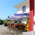 kleine Terrasse und Biergarten