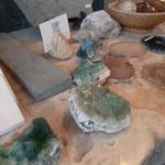 鉱物や化石はかなりお値打ちで掘り出し物もあるかも