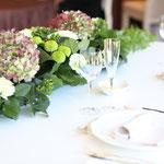 披露宴のイメージに合わせたテーブルコーディネートの配色をご提案