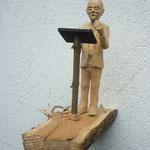 Redner auf Brennholz