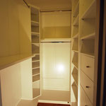 Cabina armadio in legno. Finitura bianco opaco