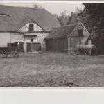 Alte Kuhställe - wurden abgerissen, dort entstand der Spielplatz mit Planschbecken