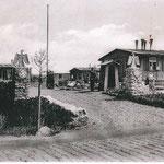Zufahrt zum Sportplatz 1937 - hinter der Baracke rechts befindet sich heute die Kita.