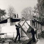 Abriss der alten Reichsarbeitsdienstbaracken am Sportplatz (dahinter: die heutige Kita)