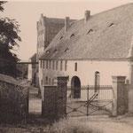 Im ehemaligen Stallgebäude wurden Wohnungen eingerichtet - auf der Innenseite des Erdgeschosses befanden sich eine Waschküche und Wäschemangel