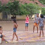 Gummitwist kennt man auch in Kambodscha