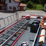 Dach mit Dachbox, Schiebeleiter 8m und 2 Steckleiterteile, Lichtmast dreh und schwenkbar 6x45W, Wasserwerfer