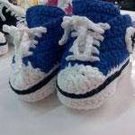 """So härzig, diese gehäckelten Converse Schuhe! Eine ganz nette Geschenkidee """"wink""""-Emoticon  Fr 28.-"""