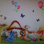 Wand-Sticker Winnie Pooh mit Ballons (Nr.20) Grösse 94 x 50cm   Die Sticker sind einzeln abnehmbar, so kann das Bild nach den eigenen Wünschen gestaltet werden. Preis Fr 15.00
