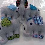 Eine tolle Geschenkiddee: Kuscheliger Frottee Elefant! Mit Knisterohren und Glöcklein im Bauch! Preis Fr 22.00