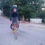 04.09.2009: Auf einem gelbschwarzen Mountainbike von einer 'Bikepilgerin'