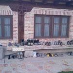 """23.08.2009: Tolle Herberge in """"Boadilla del Camino"""", meine gelbschwarzen Schuhe stechen raus :-)"""