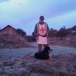 02.09.2009: Manjarin, Sonnenaufgang mit Tomás und einem der vielen tollen Hunde dort
