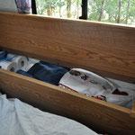 Staumöglichkeit neben der Bettmatratze