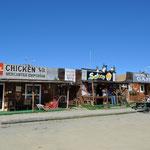 Souvenirshop - Saloon - Imbiss-Bude. Das ist schon ein grosser Teil von Chicken.
