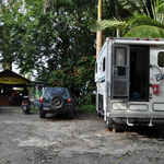 Unser Übernachtungsplatz in Rio Dulce, direkt auf dem Parkplatz von Bruno's Hotel und Marina.