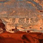 Petroglyphen (Felsritzungen) aus prähistorischer Zeit.