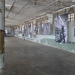 Eindrückliche Bilderausstellung in einem Nebengebäude.