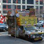 Verpflegungsmöglichkeit auf der Strasse. Na, Lust auf einen Hot Dog?