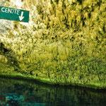 Für diejenigen, die die Cenote nicht als solche erkennen, wurde sie wohl noch angeschrieben ;-)