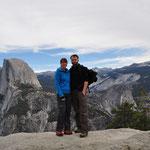 Im Hintergrund der imposante Half-Dome - eines der Wahrzeichen des Yosemite Nationalparks.