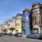 Ebenfalls sehr farbenfrohe Häuser finden sich im Haight-Ashbury-Quartier.